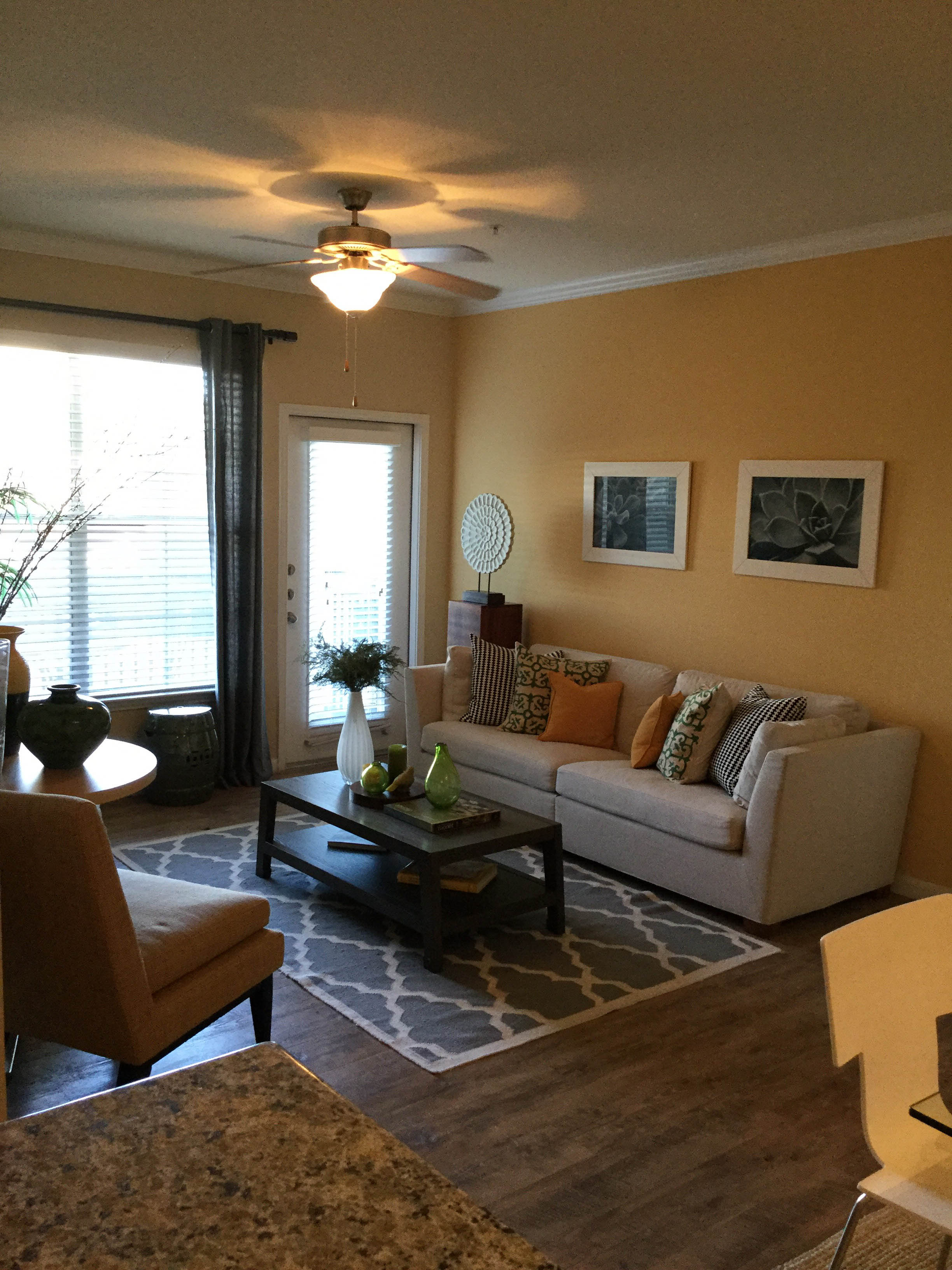 Lincoln Property Company - Properties - Mirabella Apartments Houston Tx